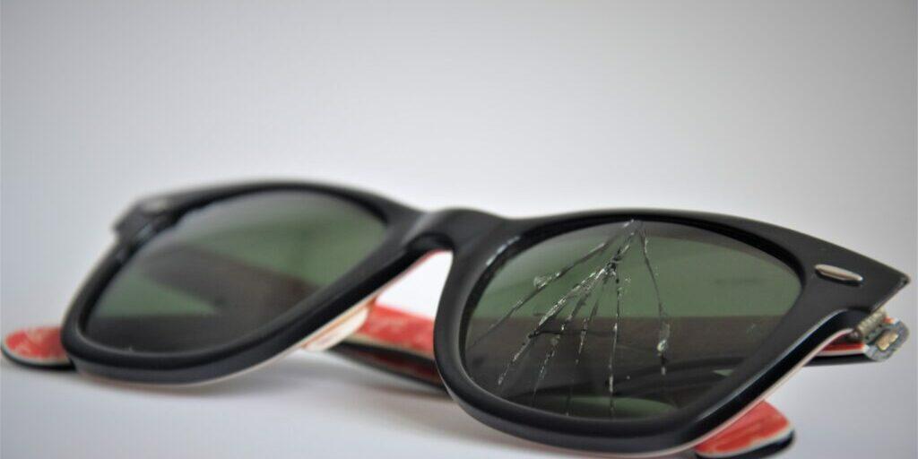 broken-glass-rayban-sunglasses-1135999