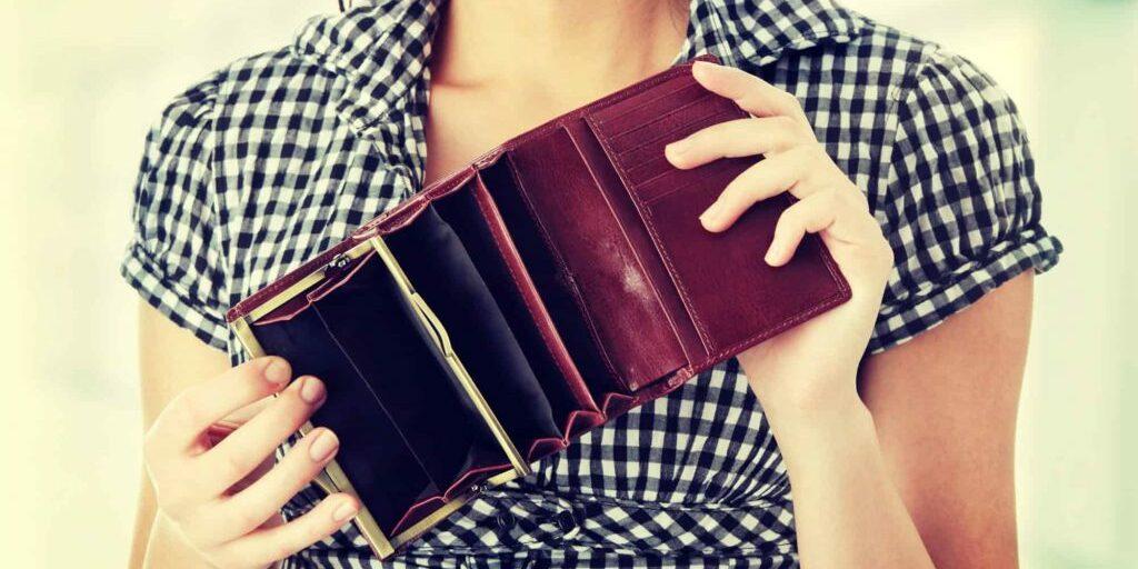 shutterstock_183117131 vrouw portemonnee