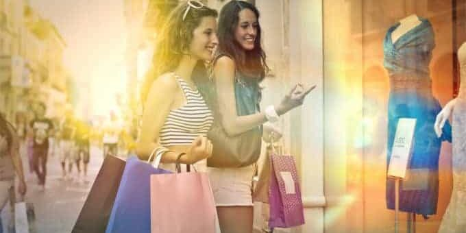 black friday shoppen vriendinnen kleding koopjes kortingen